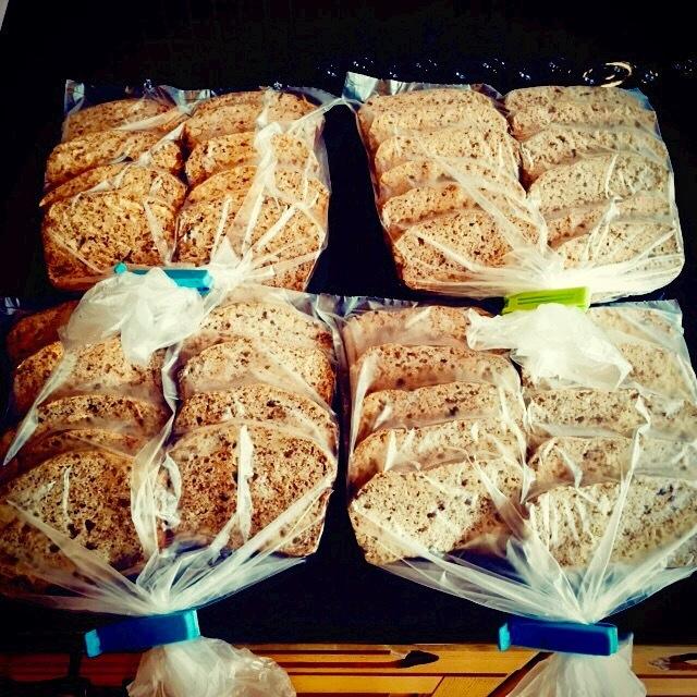 Skivat glutenfritt nötbröd